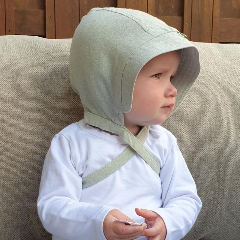 draagfoto van zijden bonnet