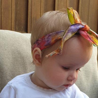 Smal zijden lint bij baby