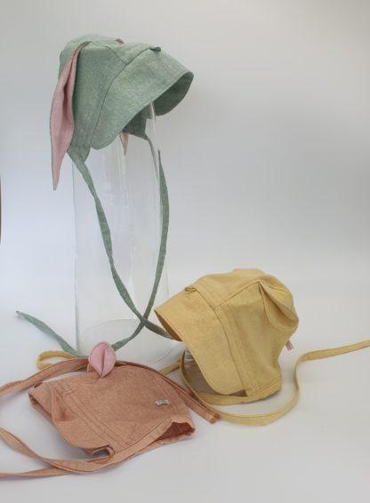 Bonnet in zijde met oortjes