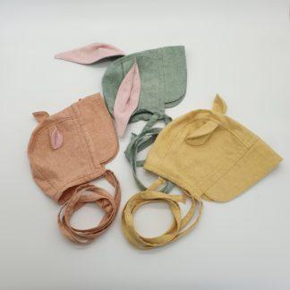 Bonnet in zijde met oortjes, categorie