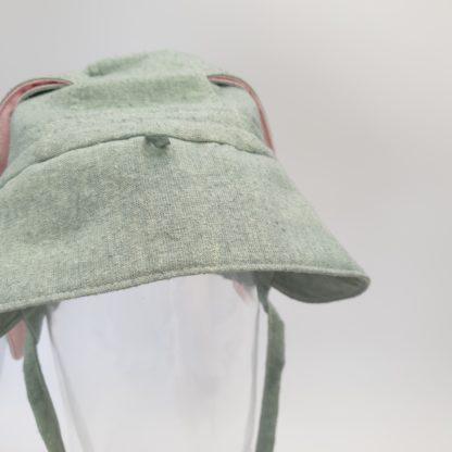 Mosgroen, zijden bonnet met oortjes (2)