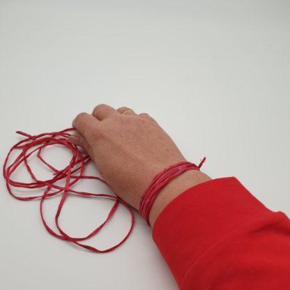 Zacht als Liefde, handgeschilderde zijden armband (1)